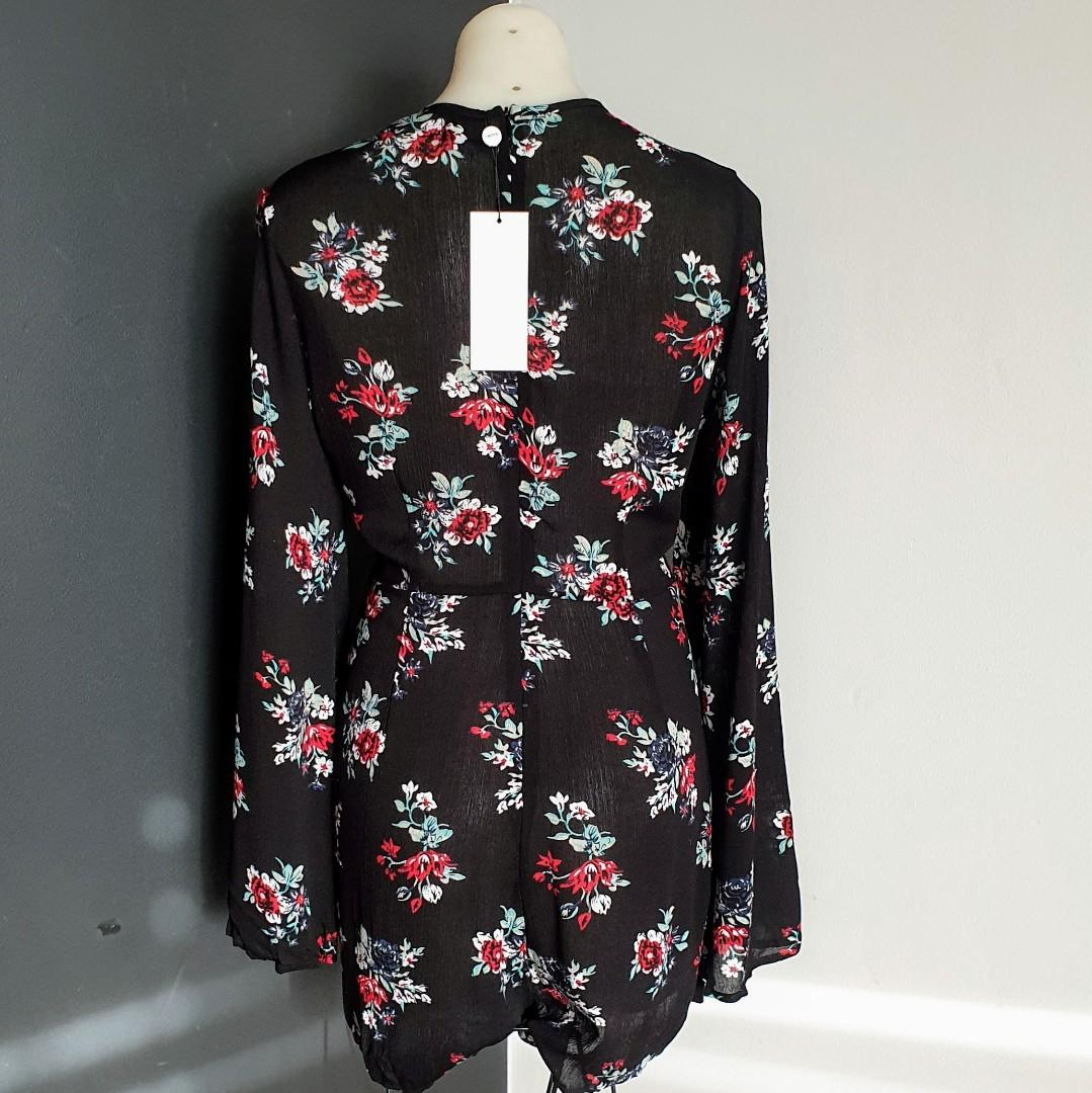 Women's size XL 'SNDYS' Stunning floral print long bell sleeve playsuit romper- BNWT