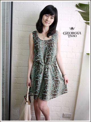 🚚 georgia tsao 淺綠色蛇蚊紋抽繩背心洋裝