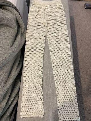 NEW WITH TAGS MISSGUIDED CREAM CROCHET KNIT PANTS LOOSE AT ANKLE SIZE S