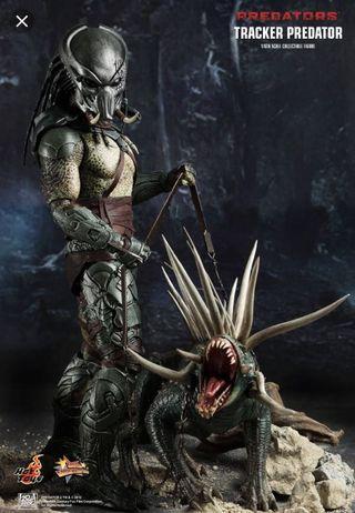🚚 Hot Toys Tracker Predator