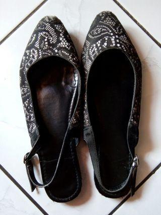 Flatshoes Hitam Brukat