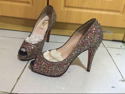 Sparkling pump high heels