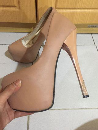 Tan / krem / cream / flesh colour high heels