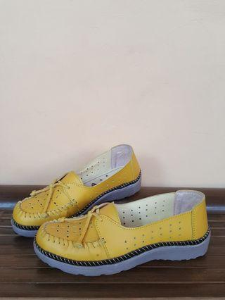 Slip On Wanita Model seperti Kickers