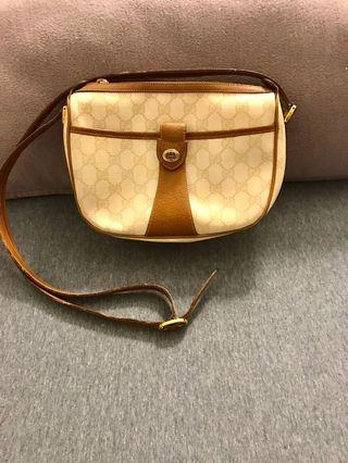 AUTHENTIC VINTAGE GUCCI SLING BAG MADE IN ITALY