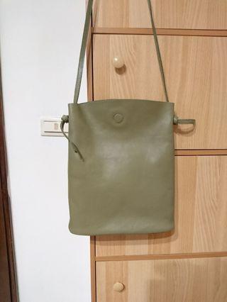 🚚 軍綠皮包包