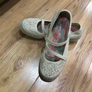 Skechers beige sneakers