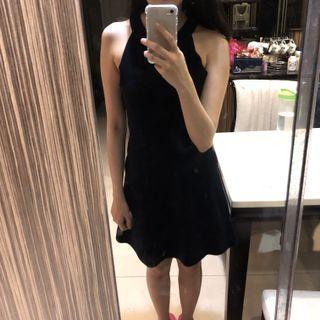 黑色削尖洋裝