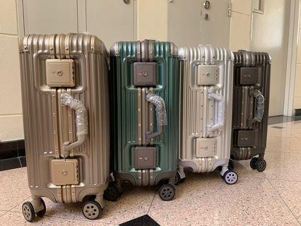Luggage brand new no zipper