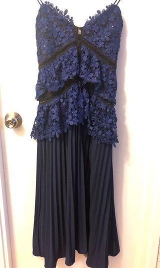 藍色吊帶通花百褶連身裙