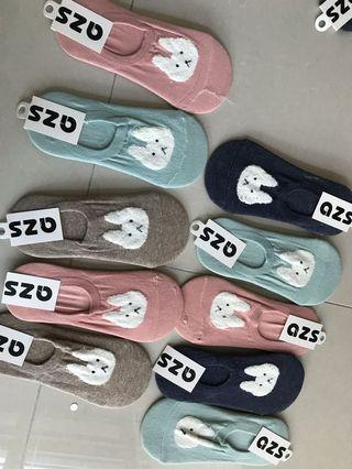 🚚 Brand new socks (size of the foot ard 36-39)