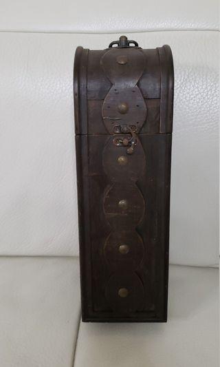 仿古木制酒盒