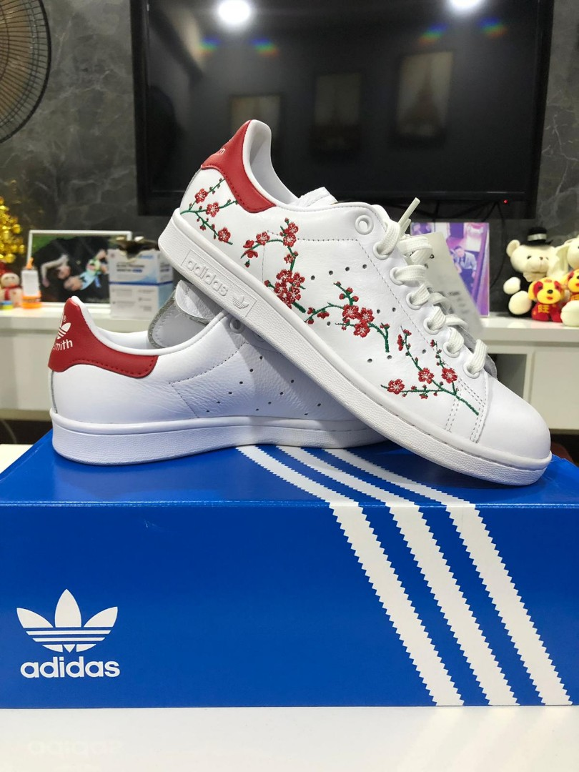 dentista Concentración sexual  Adidas Stan Smith Red flower design, Women's Fashion, Shoes, Sneakers on  Carousell