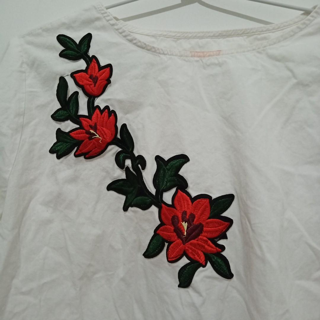 Blouse Putih with Flower Embroidery