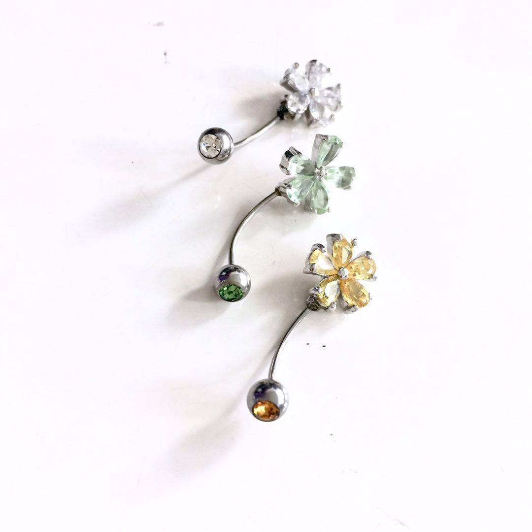 [SOLD] Floral Crystal ear / navel studs
