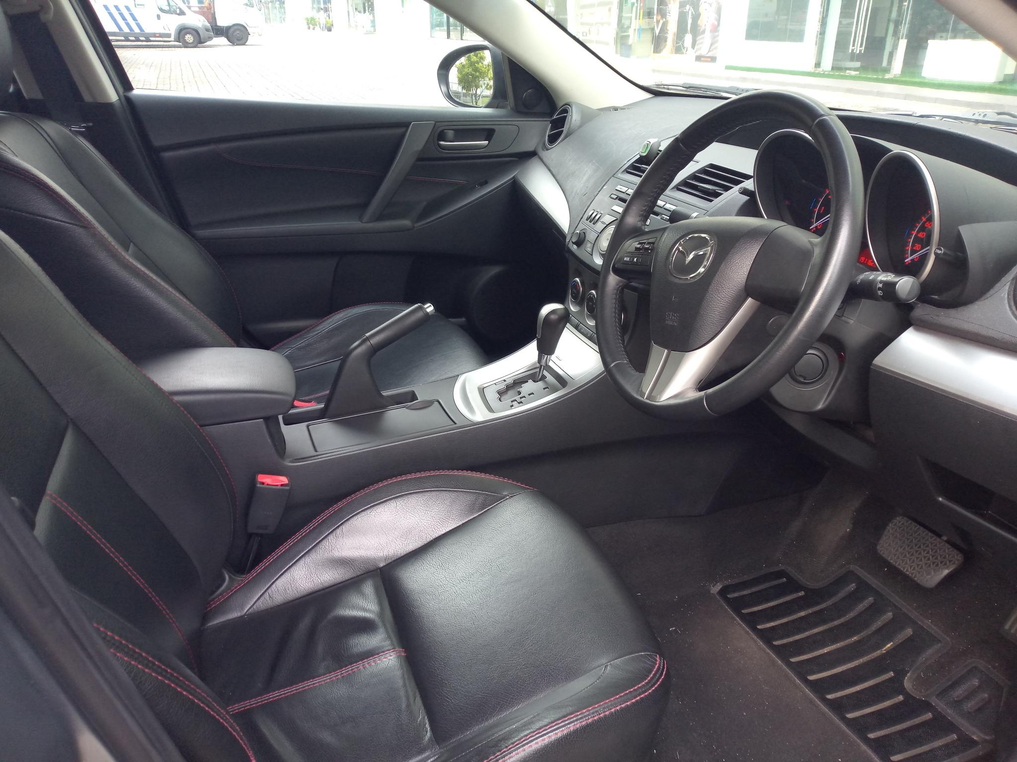 Mazda Mazda 3 1.6A Grab Gojek Ryde Tada & Non PHV Car Rental