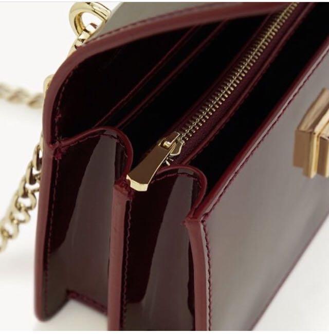 Sling bag cross body tali rantai brand Pomelo #LalamoveCarousell