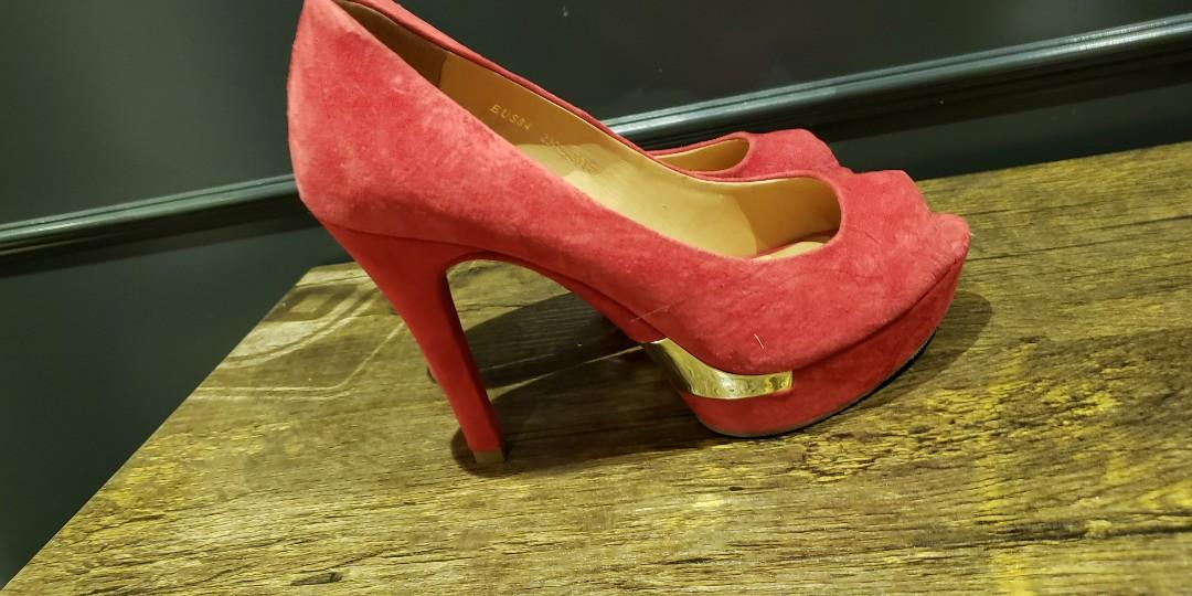 Stacaato red heels