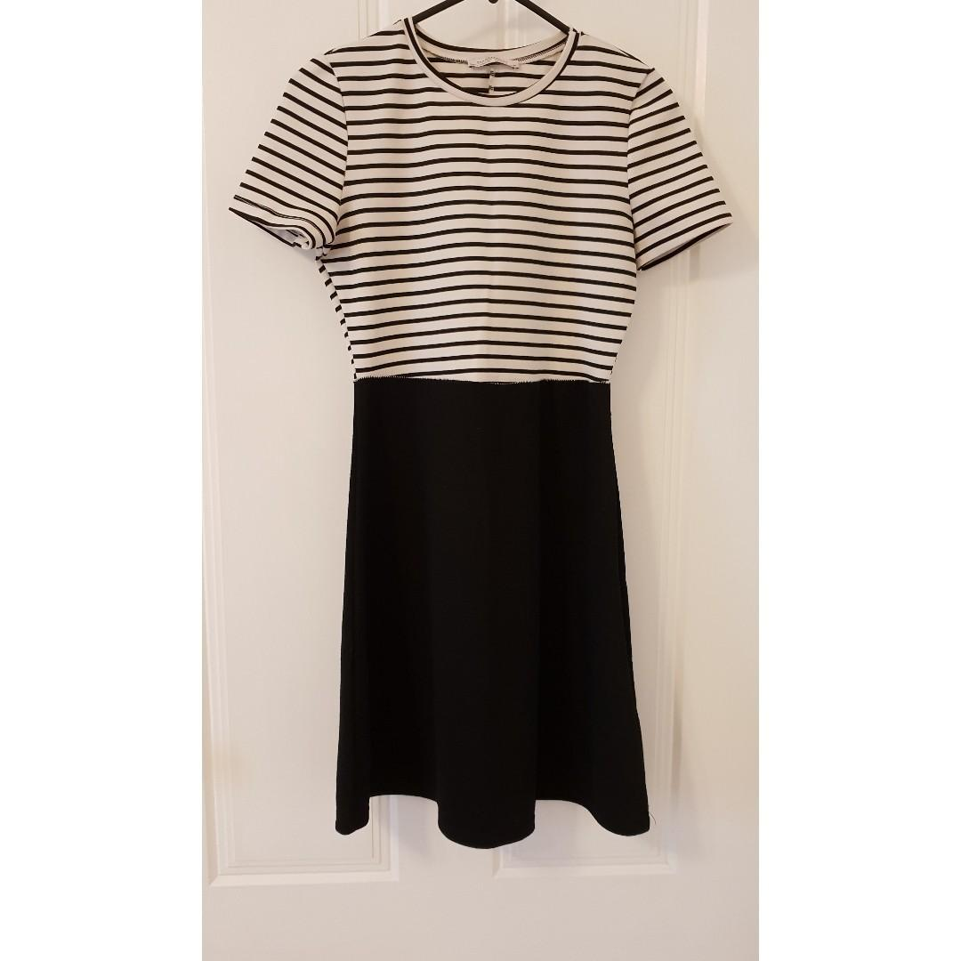 Zara Casual Ladies Dress, Size S, Condition is 7/10.