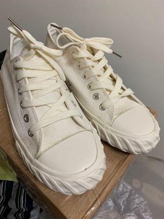🚚 全新~白色帆布鞋