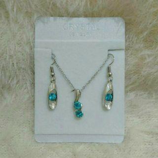 Perhiasan biru laut
