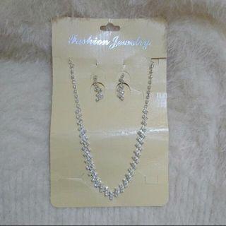 Perhiasan elegan silver