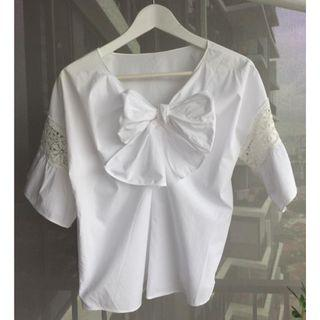 White short sleeve blouse with big bow