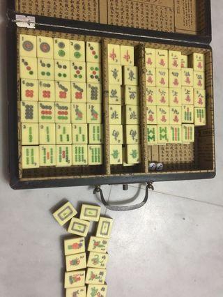 Vintage majong set
