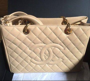 Chanel Handbag like a new, only used one time