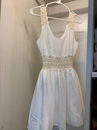 🚚 浪漫編織簍空白洋裝