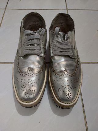 Sepatu preloved prada