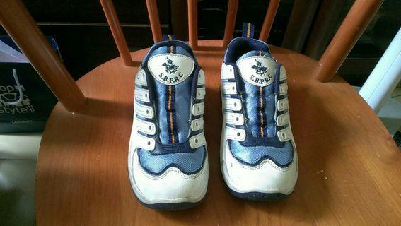 小學生名牌運動鞋