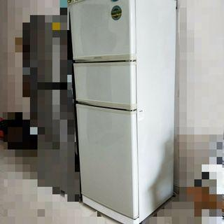 🚚 Moving Sale! Refrigerator. 3-doors fridge. Special Offer! Cheap Sale. Quick!