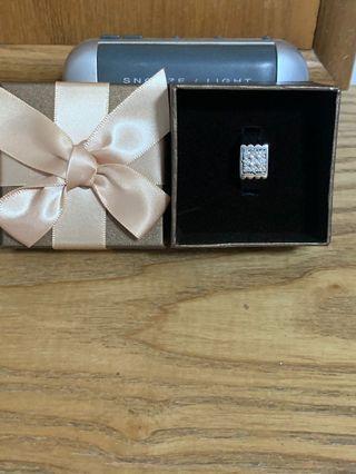 WG 18k Diamond Ring, DIA 9pcs