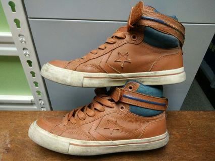 Converse leather n sintatic one star size 7