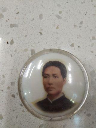 毛主席膠紀念襟章