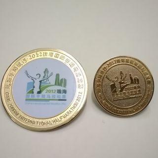 2012 珠海國際半馬拉松記念襟章