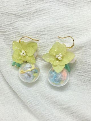 🚚 全新手作耳環✨夏日繡球花玻璃球耳環💐(嫩綠)