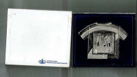2007, 2009, 2011年- 香港馬拉松生肖纪念品