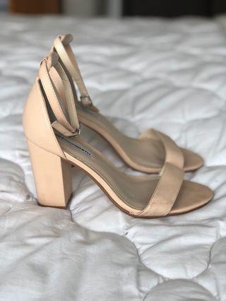 🚚 Nude sandal heel