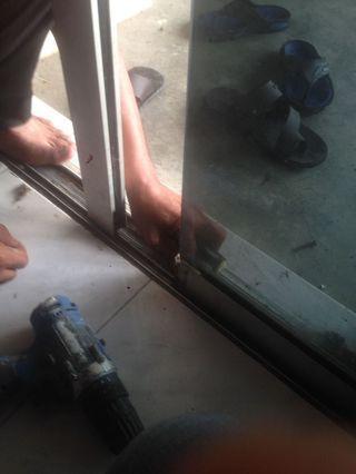 Specialist Repairing Roller Sliding Door Glass Aluminium Selangor KL