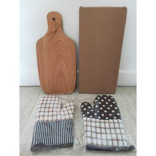 Wooden Platter & Kitchen Gloves