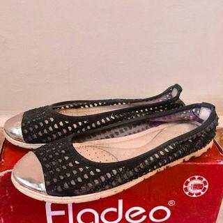 Black Flat Shoes by Fladeo