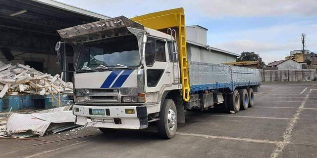 Fuso Truck 14 wheeler  8dc10 engine Tri Axle Good Condition and Canter 4d32 Engine 14ft 6 wheeler good condition