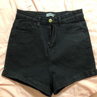 🚚 黑色彈性高腰短褲