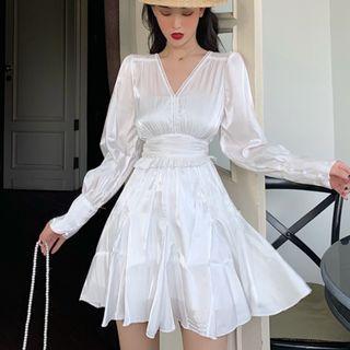 [Instocks] Satin White V-neck dress French Skirt in Size S