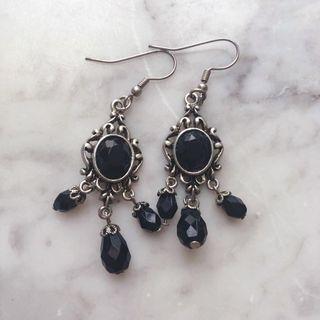 Marks and Spencer style black crystal drop/dangling earrings 黑色仿水晶吊墜耳環
