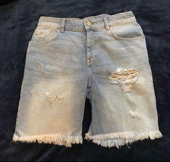 Zara 鬚邊刷破牛仔短褲