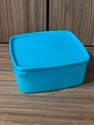 🚚 Tupperware Container