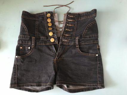 高腰造型短牛仔褲 #黑 #排扣 #細繩